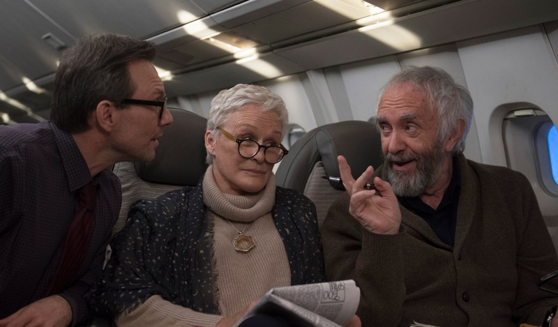 Wife   Szenen   ov   05 Nathaniel (Christian Slater), Joan (Glen Close), Joe (Jonathan Pryce) © Meta Film London Ltd