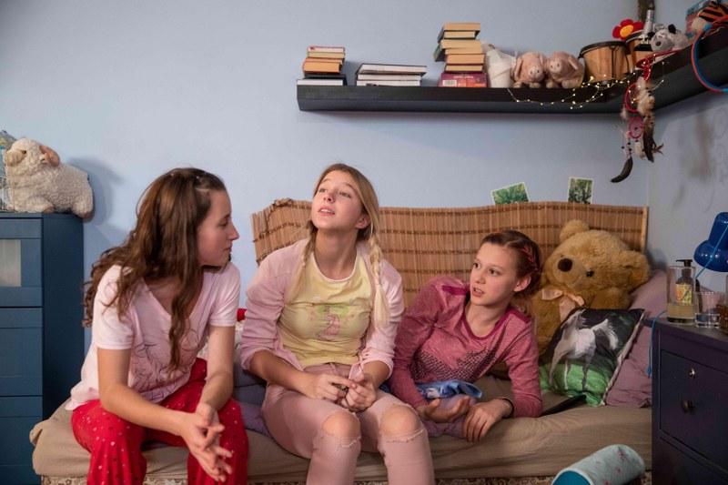 Gefangen im Netz   Caught in the Net   Szenen   ov   01 Actresses © Hypermarket Film Milan Jaros.jpg foto3zu2